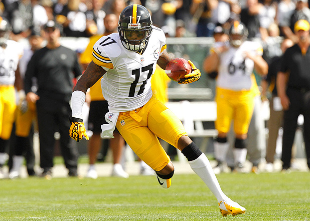Mike Wallace Signed by Miami Steelers