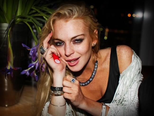 Lindsay Lohan runs for rehab title against Brooke Mueller