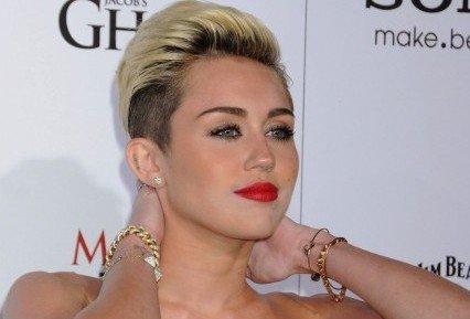 Miley Cyrus Sex Appeal on Legs