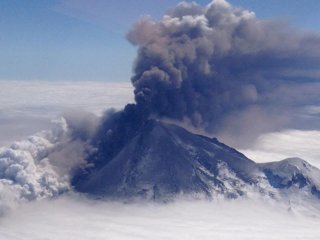 Alaska Volcan Erupts Causing Disruption