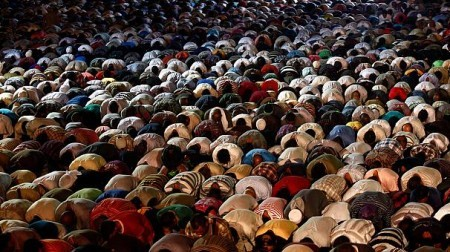 Islam's Holy Month of Ramadan: Egyptians Pray for Peace [Video]