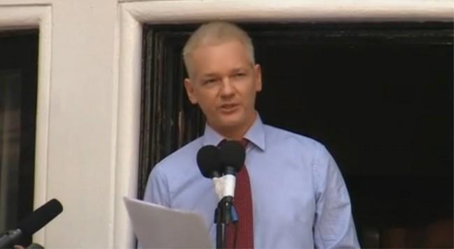Julian Assange (Wikileaks)_ Balcony