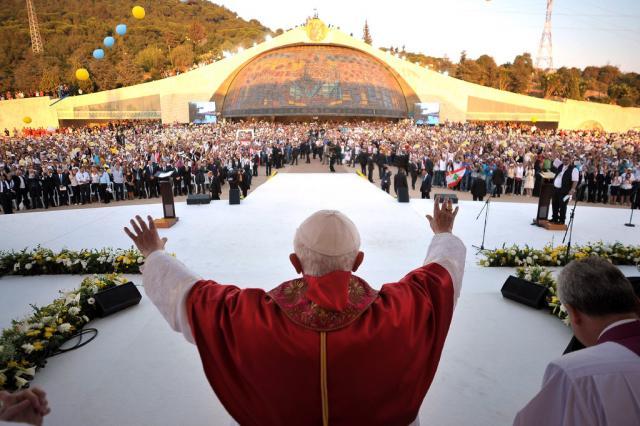 Pope draws 3M to Mass