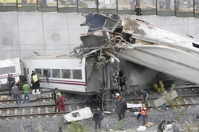 TRAIN DERAILES IN SANTIAGO DE COMPOSTELA