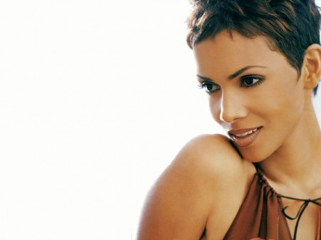 Halle Berry Got a Ring On It