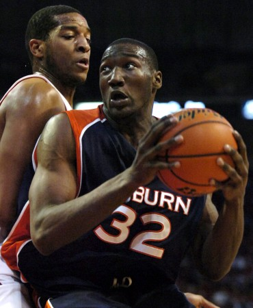 Former Auburn basketball star Korvotney Barber has died of an apparent drowning.