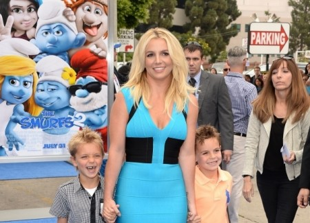 Britney spears, katy perry, sons, smurfs 2