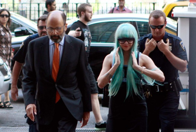 Amanda Bynes Calls Obama Ugly While Wearing Smurf Wig