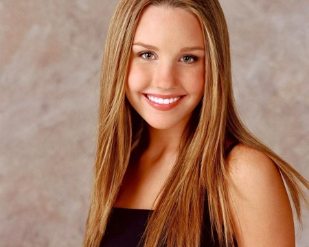 Amanda Bynes Moved to UCLA Medical Centre