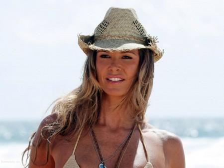 Elle Macpherson puts a ring on it in Fiji.