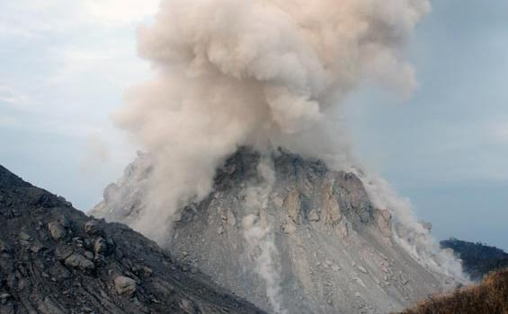 Indonesia Volcano Kills 6, as Hot Magma Surges