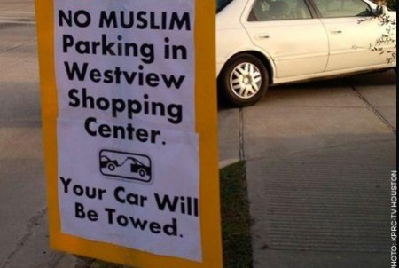 Signs Say Muslims Not Allowed to Park at Shopping Center in Texas