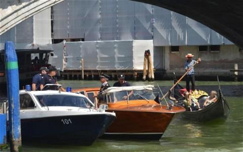 Venice gondola collision