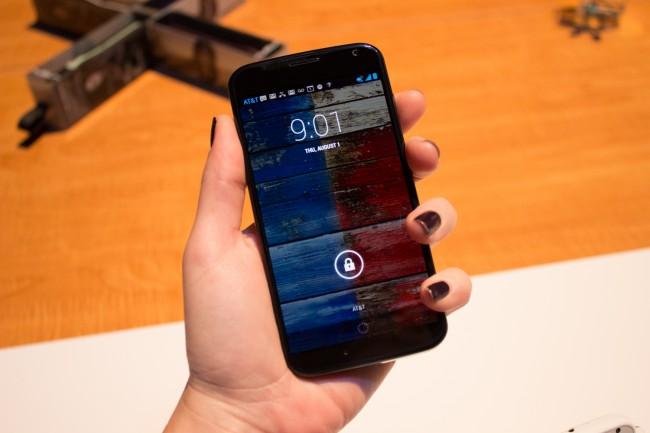 HTC One, Moto X, smartphone, versus
