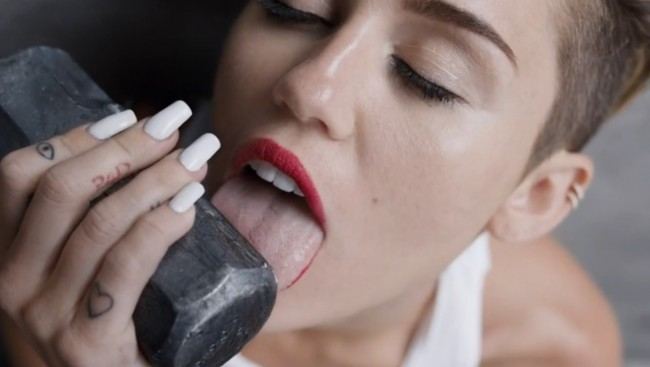 Miley Cyrus Licking a sledgehammer in Wrecking Ball video2