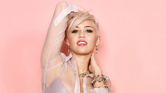 Miley Cyrus starting to crack with nip slips and blubbering