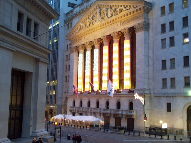 Shutdown drops stock market prices at the New York Stock Exchange