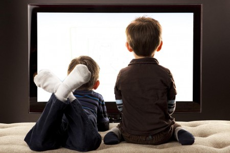 kids-watching-television