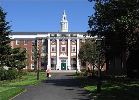 Harvard Offers Free Education for Low Income Students