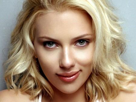 Scarlett Johansson versus Emma Watson