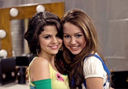 Miley Cyrus Vs Selena Gomez: Molly Vs Mildly