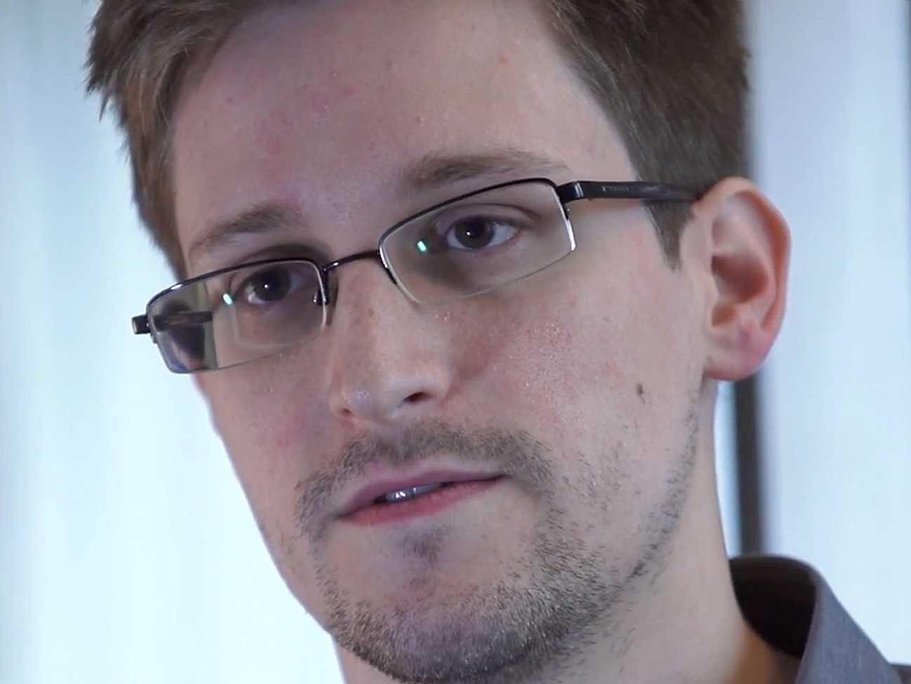 O Depoimento de Edward Snowden (censurado nos EUA) para a TV alemã - Edward-Snowden-Hired-For-Job-In-Russia
