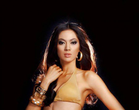 Miss Universe contestant from Philippines competes despite typhoon