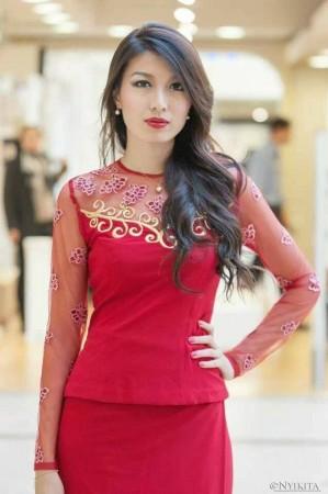 Miss Universe 2013: Miss Myanmar Moe Set Wine Sultry in Red