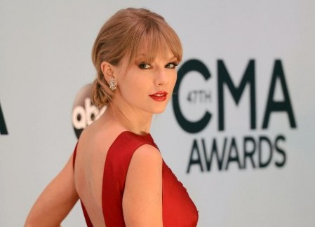Taylor Swift wins for her country roots.