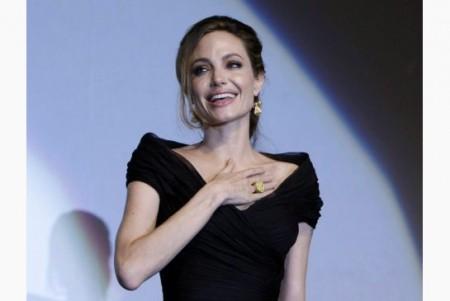 Jolie, horrible acting