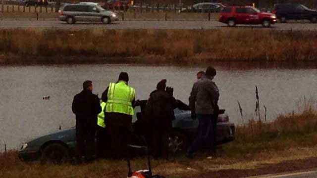 Minnesota mother plunges car into pond
