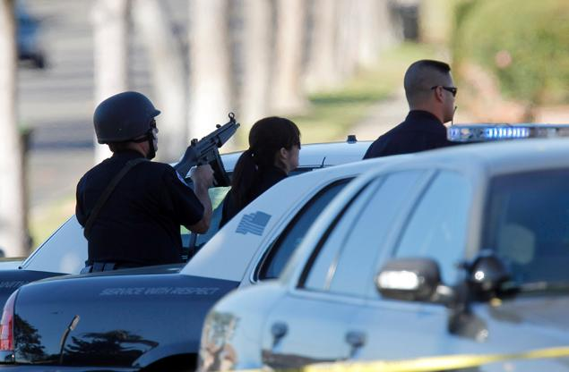 Inglewood – Officers Injured and Gunman Holding Hostages