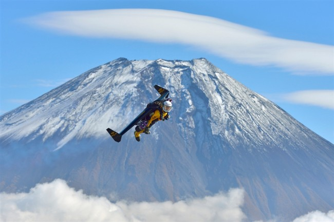 Yves Rossy flying above Mount Fuji