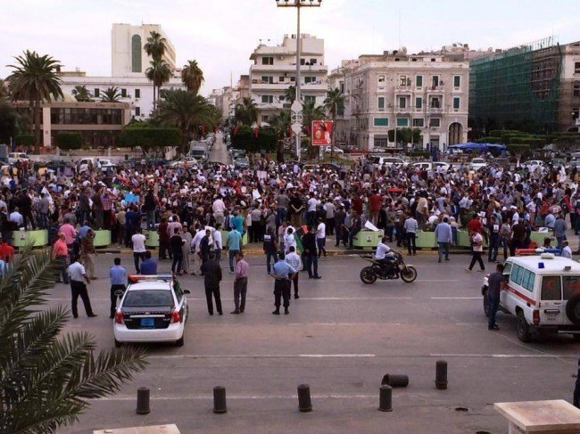 Tripoli protesters clash with militis as the death toll rises to 43