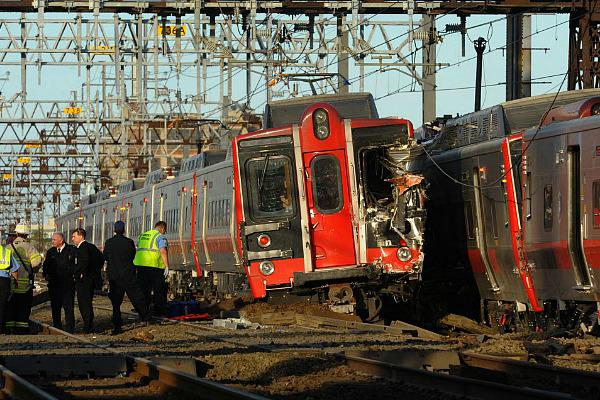 New York City is left in confusion after a Metro-North train derailed in the Bronx, near the Spuyten Duyvil station on Sunday Morning, accordingly to a Metropolitan Transportation spokesman