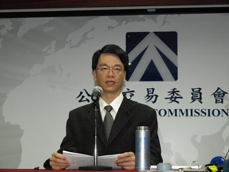 FTC Chairman Wu Shiow-Ming  was urged by legislators to investigate Apple