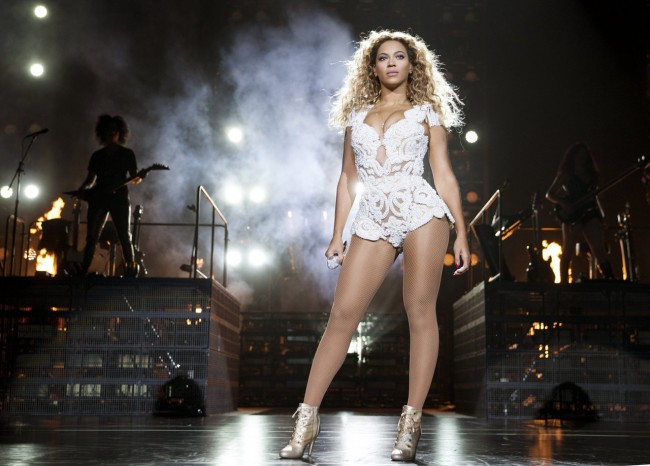 Beyonce Releases Fifth Album Exclusively on iTunes