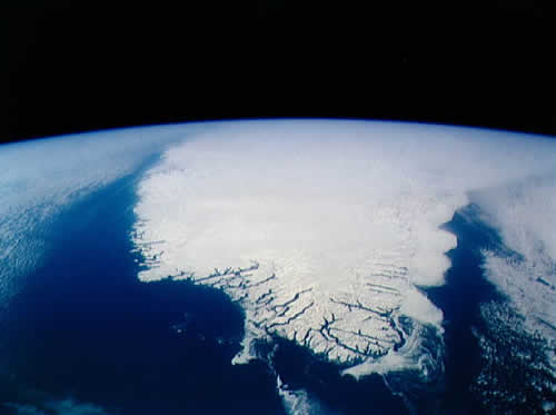 Greenland Ice Sheets Hide Gigantic Unfrozen Lake