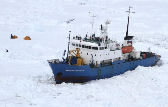 52 passengers rescued from MV Akademik Shokalskiy as Snow Dragon issues distress