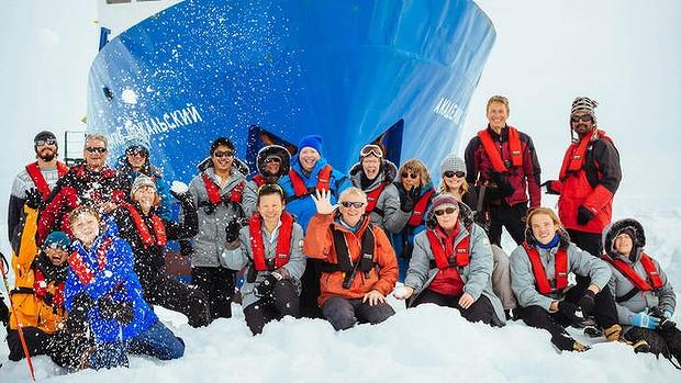 Antarctica: Rescue of iced-in crew