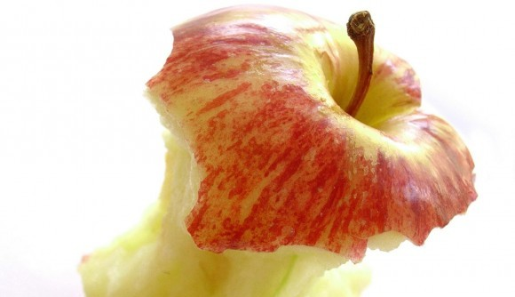 Apple Soured by Genetic Engineering