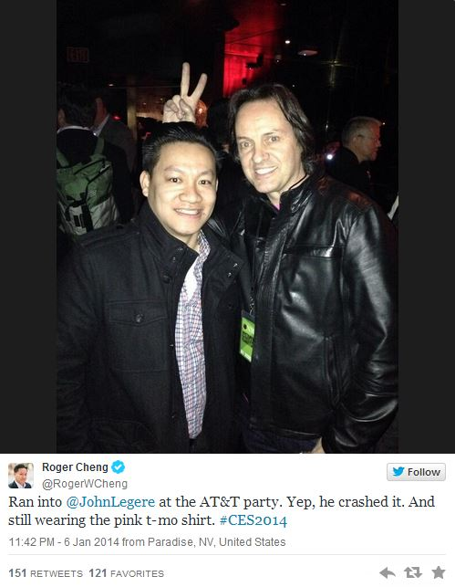 CNET reporter snaps selfie with Legere