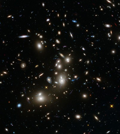 Hubble Frontier Fields snaps Abell 2744