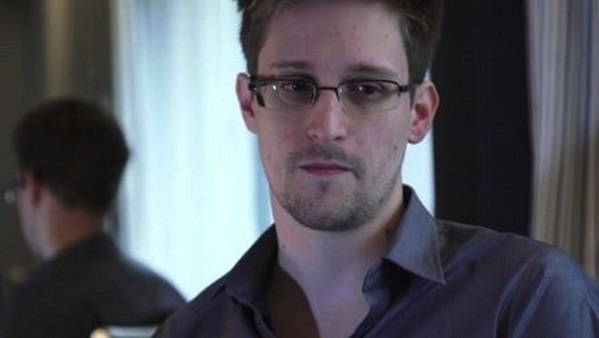 Edward Snowden Gets Clemency Petition From Ron Paul
