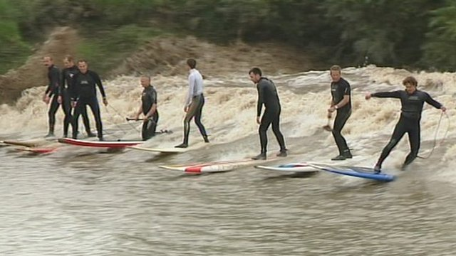 Freak Weather Great Fun for Surfers (Video)