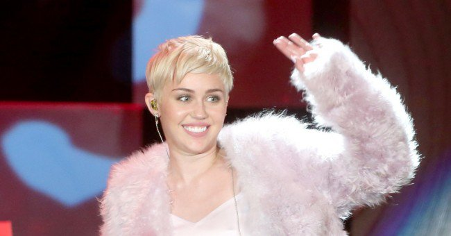 Miley Cyrus loses Liam Hemsworth's 100,000 engagement ring