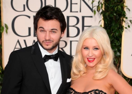 Christina Aguilera Engaged Tweets Picture of Massive Ring on Twitter