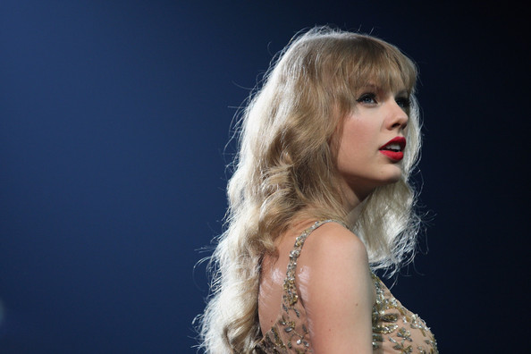 Taylor Swift Latest in Jennifer Lawrence, Miley, Beyoncé Short Hair Club