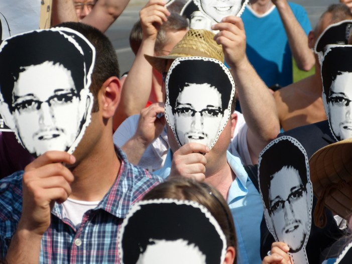 Bill Gates Rejects Snowden While Pulitzer Board Debates His Actions
