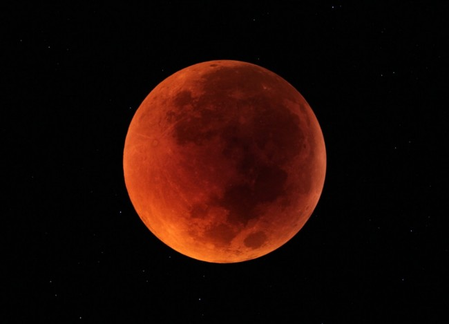lunar eclipse to occur April 15